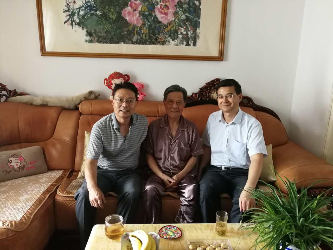 中国化纤党总支开展走访慰问老党员